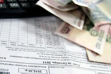 квитанция за коммунальные услуги, деньги и калькулятор