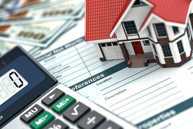калькулятор игрушечный домик на бумагах для оформления ипотеки и страхования жизни