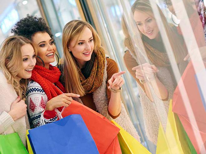 девушки на шопинге