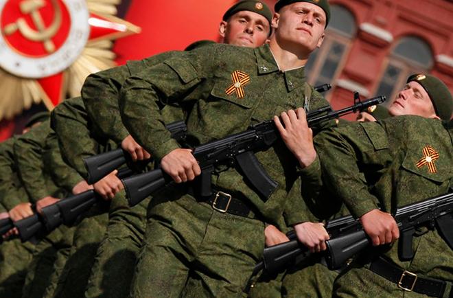 солдаты на параде